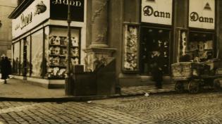 A Dann-féle áruház portálja az Alkotás utca 13. szám alatt